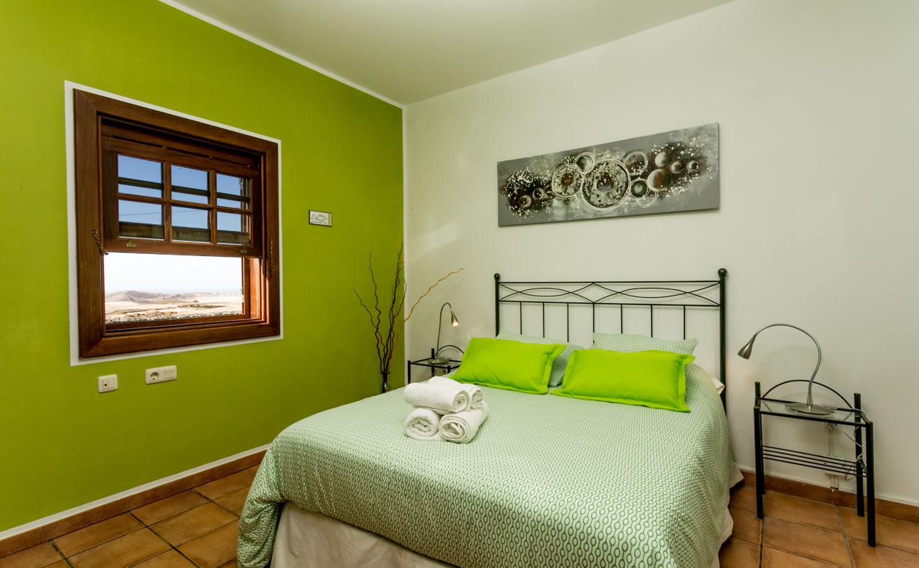 Habitaci n verde en alquiler b b villa el jable lanzarote for Que color asociar con el gris claro